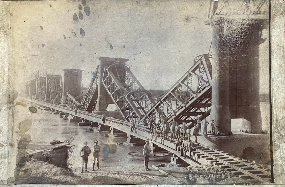 Photo of the destroyed Bethulie Bridge - The Highlanders' Museum collection